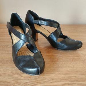 Easy Spirit criss cross heels size 7W